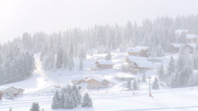 heavy snowfall brought both chaos and joy across europe with some 15000 people stranded overnight sunday in the french alps while skiers revelled in... - sonntag stock-videos und b-roll-filmmaterial