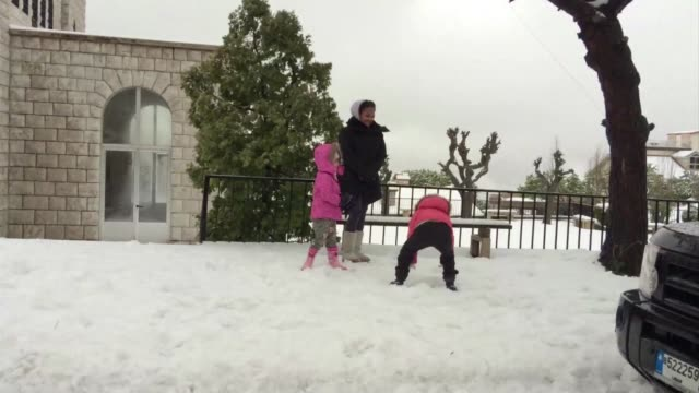 heavy snowfall cut several roads in mountainous areas of lebanon where more than a million syrians fleeing civil war have claimed refuge in recent... - gefrorenes wasser stock-videos und b-roll-filmmaterial