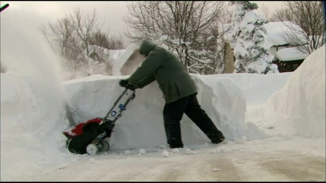 vídeos y material grabado en eventos de stock de heavy snowfalls in new york state cause deaths; usa: new york state: rochester: ext / snow on ground man along with mini snow plough, clearing very... - usa