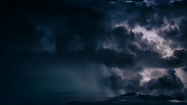 vídeos de stock, filmes e b-roll de heavy thunderstorm with lightnings - tempestade