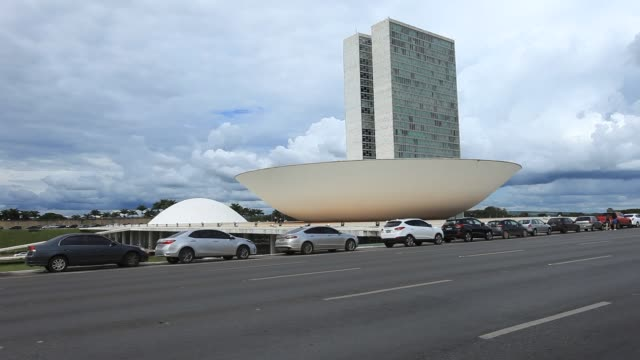heavy traffic front of brazilian national congress - oscar niemeyer stock videos and b-roll footage