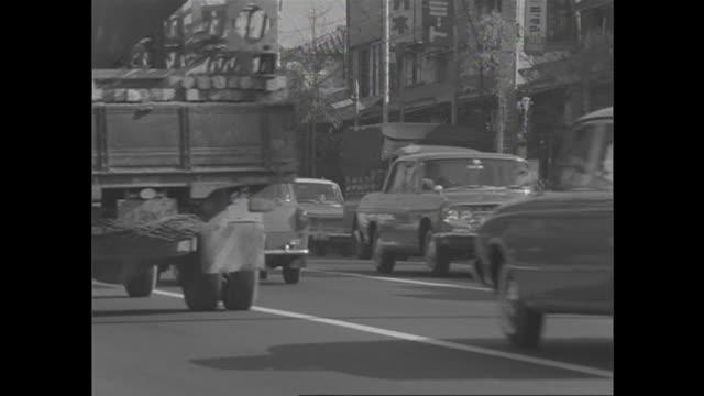 stockvideo's en b-roll-footage met 1966 heavy traffic in tokyo - showaperiode