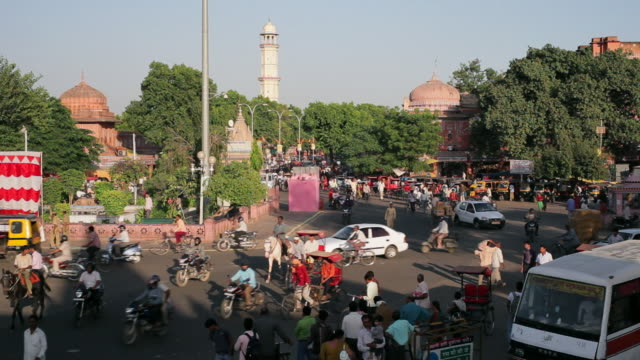 Heavy traffic moves through a busy street in Jaipur.