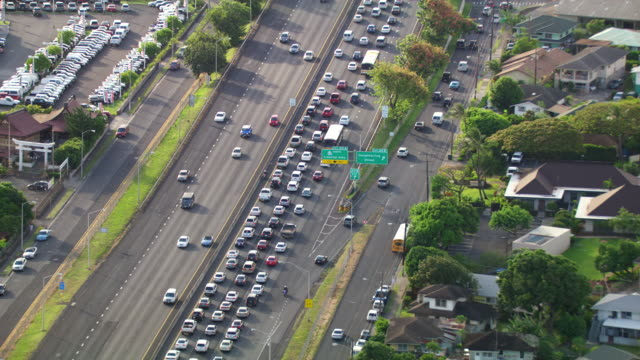 ws aerial heavy traffic on a honolulu highway / hawaii, united states - stationary stock videos & royalty-free footage
