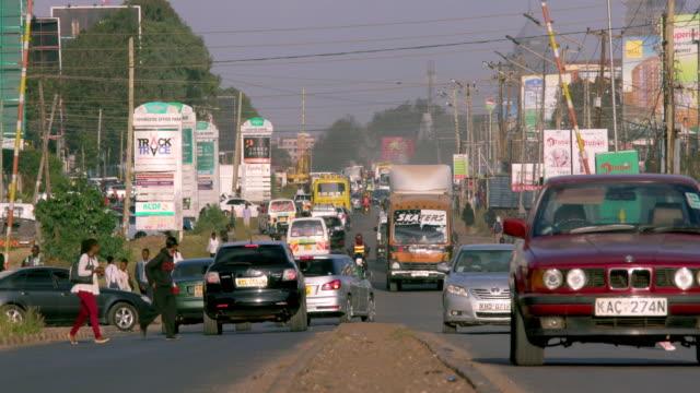 heavy traffic on ngong road ngong road, nairobi, kenya, africa - ナイロビ点の映像素材/bロール