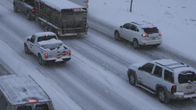 tu ws ha heavy traffic on snowy road at dusk, orem, utah, usa - orem stock-videos und b-roll-filmmaterial