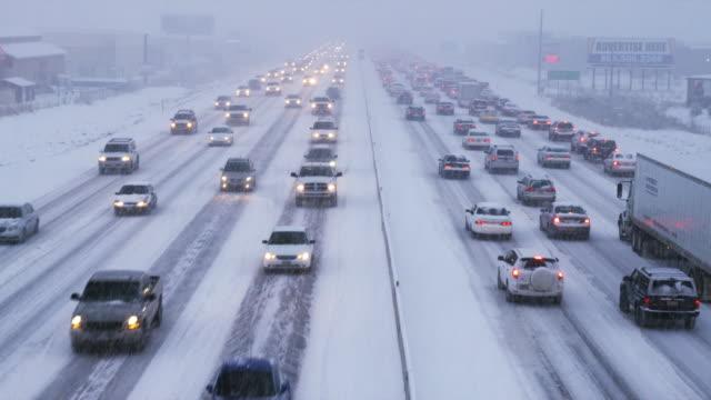 stockvideo's en b-roll-footage met ws ha heavy traffic on snowy road, orem, utah, usa - orem utah