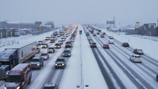 ws ha heavy traffic on snowy road, orem, utah, usa - orem stock-videos und b-roll-filmmaterial