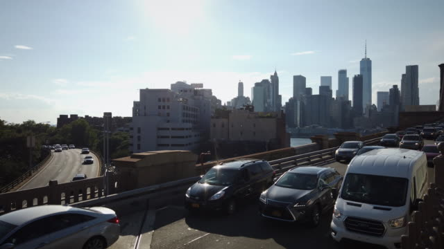 heavy traffic on the new york brooklyn bridge and bqe with urban nyc skyline - carbon monoxide stock videos & royalty-free footage