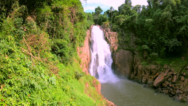 heaw narok waterfall - recreational horseback riding stock videos & royalty-free footage