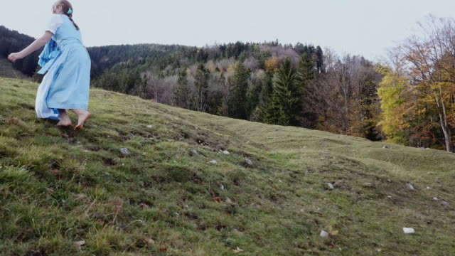 stockvideo's en b-roll-footage met 'heidi' girl in blue dress on a alpine meadow in autumn - witte jurk
