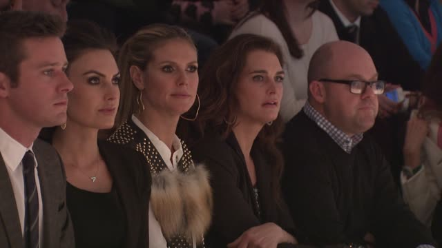 heidi klum and brooke shields watch models walk the runway wearing kenneth cole fall 2013 collection during kenneth cole collection fall 2013... - modenschau stock-videos und b-roll-filmmaterial
