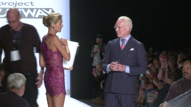 heidi klum and tim gunn perform the 'ice challenge' on the runway during project runway - spring 2015 mercedes-benz fashion week at the theatre at... - heidi klum stock videos & royalty-free footage