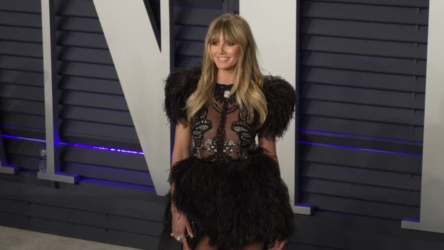 vidéos et rushes de heidi klum at 2019 vanity fair oscar party hosted by radhika jones at wallis annenberg center for the performing arts on february 24, 2019 in beverly... - oscar party