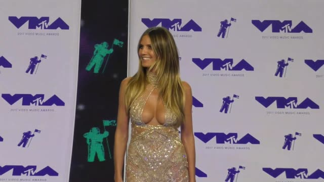 heidi klum at the 2017 mtv video music awards at the forum on august 27 2017 in inglewood california - inglewood stock videos & royalty-free footage