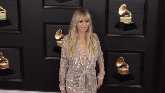 vídeos de stock e filmes b-roll de heidi klum at the 62nd annual grammy awards - arrivals at staples center on january 26, 2020 in los angeles, california. - prémios grammy