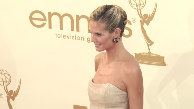 stockvideo's en b-roll-footage met heidi klum at the 63rd primetime emmy awards - arrivals part 2 at los angeles ca. - emmy awards