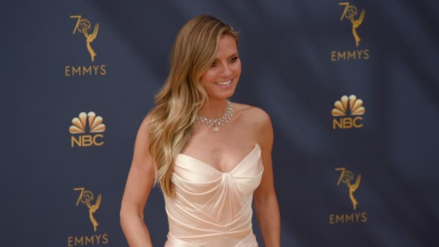 vídeos de stock, filmes e b-roll de heidi klum at the 70th emmy awards arrivals at microsoft theater on september 17 2018 in los angeles california - 70th annual primetime emmy awards