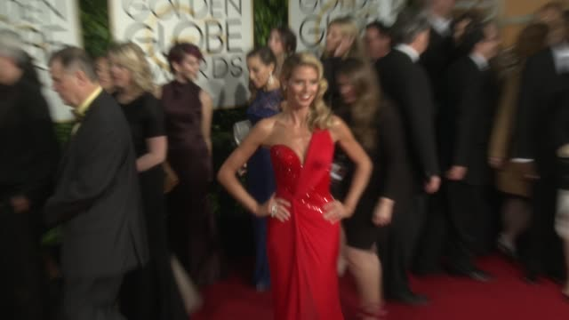 heidi klum at the 72nd annual golden globe awards - arrivals at the beverly hilton hotel on january 11, 2015 in beverly hills, california. - 赤のドレス点の映像素材/bロール
