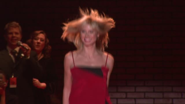 heidi klum at the mercedes-benz fashion week fall 2008 the heart truth red dress runway show at bryant park in new york, new york on february 1, 2008. - laufsteg stock-videos und b-roll-filmmaterial