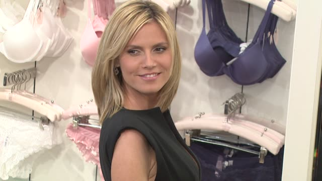 heidi klum at the supermodel heidi klum unveils the perfect one bra at victoria's secret at los angeles ca - unterwäsche stock-videos und b-roll-filmmaterial