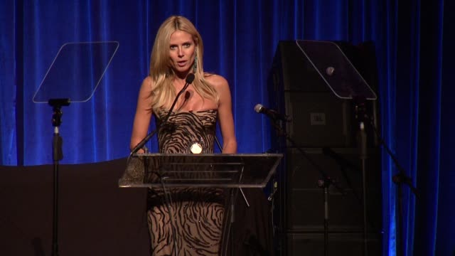 speech heidi klum discusses what can be done at gabrielle's angel foundation hosts angel ball 2015 at cipriani wall street on october 19 2015 in new... - benefiz veranstaltung stock-videos und b-roll-filmmaterial
