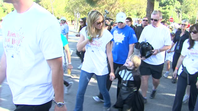 heidi klum max page at the heidi klum jamie lee curtis join children's hospital los angeles for 5k walk street party lighting ceremony at los angeles... - page stock-videos und b-roll-filmmaterial
