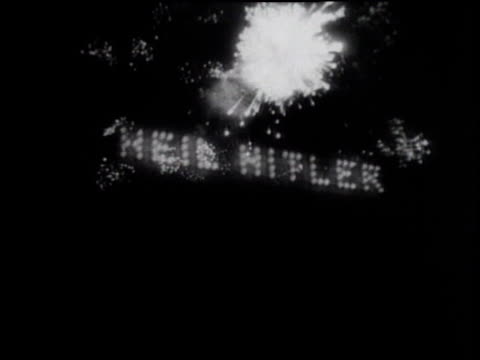 vídeos de stock, filmes e b-roll de heil hitler in lights / fireworks / nuremberg nazi party rally - 1933