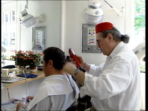 stockvideo's en b-roll-footage met heinz schumi cutting man's hair in salon and interview sot i have cut a lot of punk hairstyles but i haven't done a mohican because people did that... - hanenkam haardracht