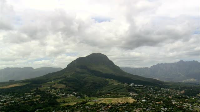 vídeos de stock, filmes e b-roll de helderberg natureza reserva - vista aérea - western cape, cidade do cabo, áfrica do sul - província do cabo oeste