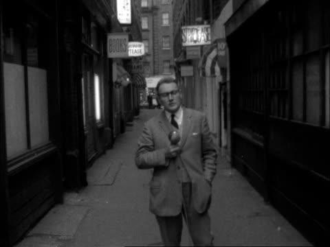 stockvideo's en b-roll-footage met helen barthelemy murder; england: london: soho: tom barry sof: - crime and murder