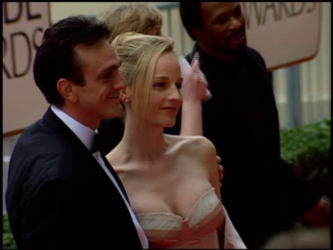 vídeos de stock, filmes e b-roll de helen hunt at the 1998 golden globe awards at the beverly hilton in beverly hills california on january 18 1998 - 1998