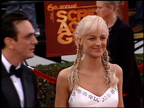 stockvideo's en b-roll-footage met helen hunt at the 2000 screen actors guild sag awards arrivals at the shrine auditorium in los angeles california on march 12 2000 - screen actors guild awards
