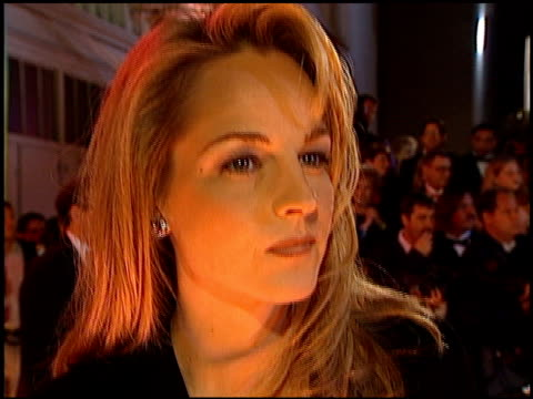 vidéos et rushes de helen hunt at the american comedy awards at the shrine auditorium in los angeles, california on february 11, 1996. - 1996