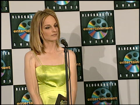 vídeos de stock e filmes b-roll de helen hunt at the blockbuster awards at hollywood pantages theater in hollywood, california on march 11, 1997. - pantages theater
