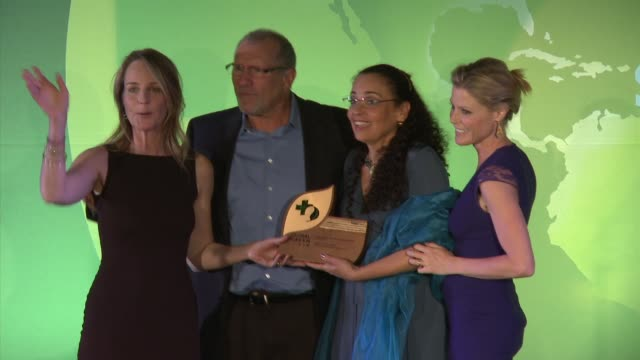 helen hunt ed o'neill catherine rusoff julie bowen at global green usa presents its 16th annual millennium awards at fairmont miramar hotel on june... - julie bowen stock videos and b-roll footage