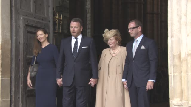 helen joyce wogan, katherine wogan, alan wogan, mark wogan at a service of thanksgiving for the life and work of sir terry wogan at westminster abbey... - テリー ウォーガン点の映像素材/bロール