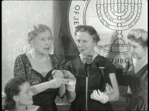helen keller receives the federation of jewish philanthropies award while her interpreter polly thompson uses sign language to translate - 言語翻訳点の映像素材/bロール