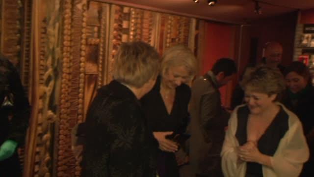 vidéos et rushes de helen mirren and friends at the the last station premiere at london england - en dernier