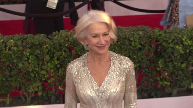 stockvideo's en b-roll-footage met helen mirren at 22nd annual screen actors guild awards arrivals in los angeles ca - screen actors guild awards