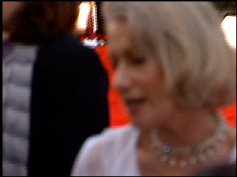 stockvideo's en b-roll-footage met helen mirren at the 2000 screen actors guild sag awards at the shrine auditorium in los angeles california on march 12 2000 - screen actors guild awards