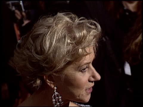 vidéos et rushes de helen mirren at the 2004 screen actors guild sag awards at the shrine auditorium in los angeles, california on february 22, 2004. - helen mirren