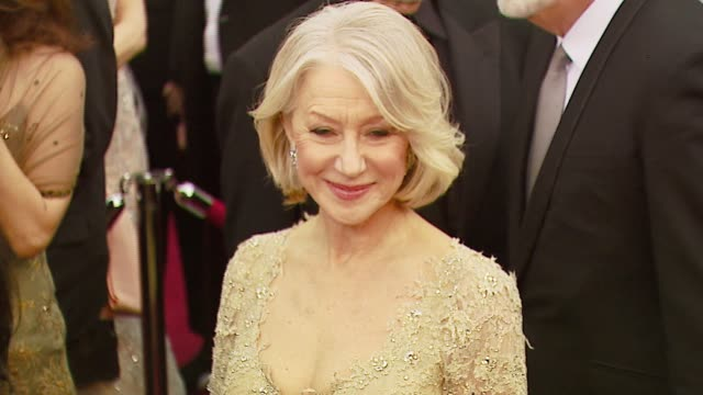 stockvideo's en b-roll-footage met helen mirren at the 2007 academy awards arrivals at the kodak theatre in hollywood, california on february 25, 2007. - academy awards