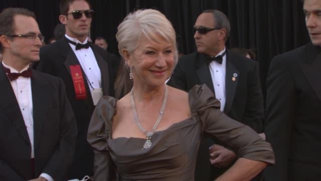 vidéos et rushes de helen mirren at the 83rd annual academy awards - arrivals pool cam at hollywood ca. - helen mirren