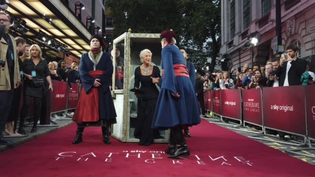 """vidéos et rushes de helen mirren attends the """"catherine the great"""" uk tv premiere at the at the curzon mayfair on september 25, 2019 in london, england. - helen mirren"""