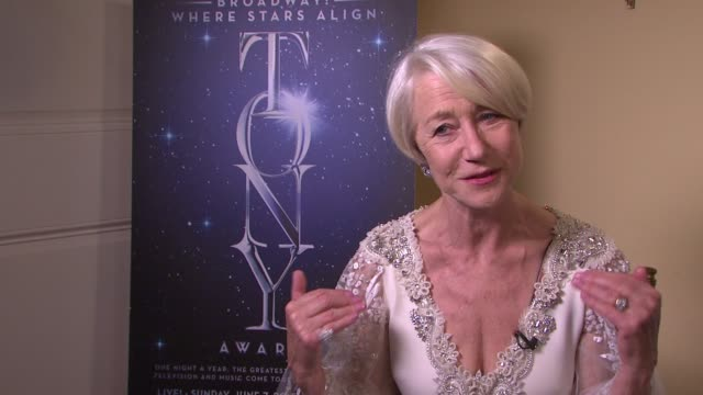 vidéos et rushes de helen mirren on what went through her mind upon hearing she'd won, on what she thinks of receiving the award, on feeling a part of a tribe on... - helen mirren