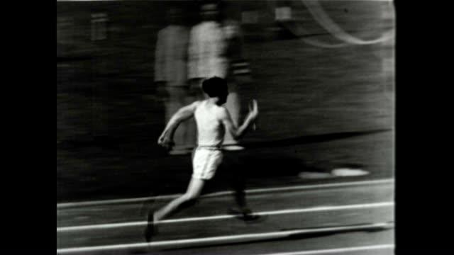 helen stephens wins the gold at the berlin olympics - 1936 bildbanksvideor och videomaterial från bakom kulisserna