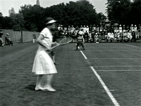 vídeos de stock, filmes e b-roll de helen wills playing in tennis match / documentary - 1923