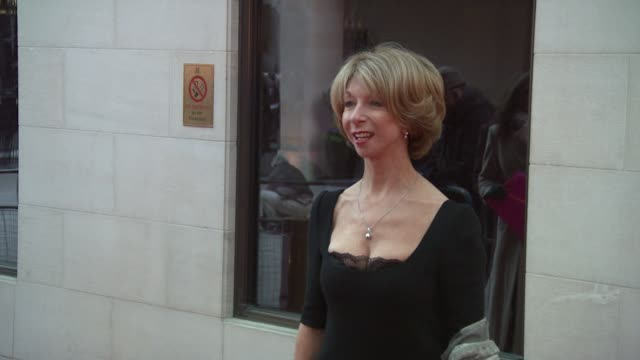 stockvideo's en b-roll-footage met helen worth at the laurence olivier awards 2009 at london . - soapserie
