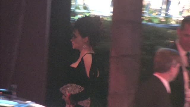 vidéos et rushes de helena bonham carter at the 2011 vanity fair oscar party at sunset tower in west hollywood at the celebrity sightings in los angeles at los angeles ca - vanity fair oscar party